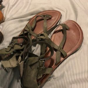 ARMY GREEN GUESS SANDALS